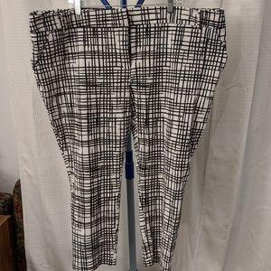 Ava & Viv black and white patterned skinny pants